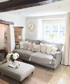 21 Country Home Decor Ideas - 21 Country Home Decor Ideas – English roll arm sofa in Country Living Room - Cottage Living Rooms, My Living Room, Home And Living, Small Cottage Interiors, Small Living, Cosy Living Room Small, Shabby Chic Living Room, Modern Living, Diy 2019
