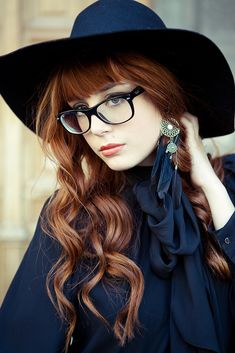 Tips with regard to amazing looking women's hair. Your hair is certainly exactly what can easily define you as an individual. To numerous people it is definitely vital to have a decent hair do. Hair and beauty. Natural Red Hair, New Look Fashion, Ginger Girls, Long Hair With Bangs, Colored Highlights, Ginger Hair, Cut And Style, Redheads, Cool Hairstyles