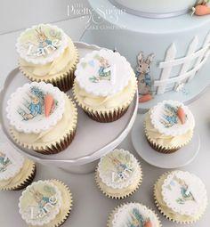 Beatrix Potter Peter Rabbit cupcakes first birthday Peter Rabbit Cake, Peter Rabbit Birthday, Rabbit Treats, Rabbit Food, First Birthday Cupcakes, Mini Cupcakes, Fried Rabbit, Luxury Cake, Sugar Cake