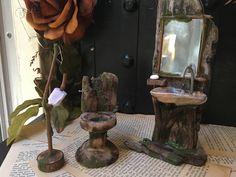 Faery bathroom set toilet sink mirror handmade by thefaeryforest on Etsy P: 🌿abbbygiiirl Mini Fairy Garden, Fairy Garden Houses, Fairy Gardens, Nome Garden, Handkerchief Crafts, Bling Wallpaper, Fairy Garden Furniture, Fairy Crafts, Miniature Crafts