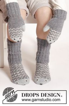 "fish / DROPS Extra - free knitting patterns by DROPS design Mr. Fish - The set includes: Knitted DROPS mittens and socks in ""Alpaca"" with fish pattern. Crochet Socks, Knit Mittens, Knitted Gloves, Knitting Socks, Knitted Mittens Pattern, Knitting Patterns Free, Free Knitting, Baby Knitting, Free Pattern"