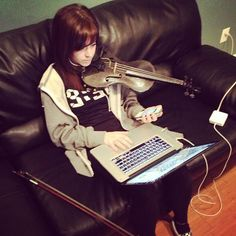 Lindsey Stirling warming up while answering emails and checking her phone dang! Photo from @thekidd1986 (Drew's) Instagram
