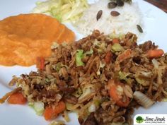 Nudličky z tempehu se zeleninou » Jíme Jinak Tempeh, Tofu, Fried Rice, Ethnic Recipes, Fit, Shape, Nasi Goreng, Stir Fry Rice