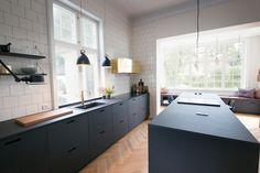 Green Kitchen: Designs, Models and Photos with Color! - Home Fashion Trend Kitchen Furniture, Kitchen Interior, Kitchen Decor, Furniture Stores, Office Furniture, Black Kitchens, Home Kitchens, Living Colors, Scandinavian Kitchen