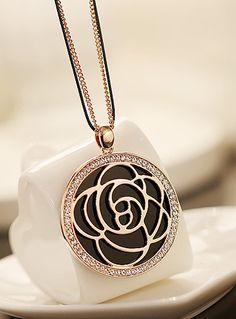 Fashion flower pendant