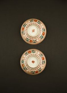 Guangxu - Two bowls in red and green palette with Buddhist and Sanskrit writing against a flower decor, marked with endless knot