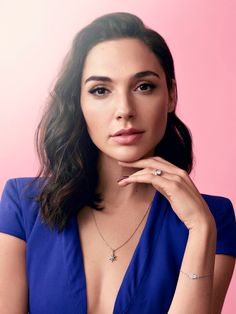 celebrity pretty makeup beauty gadot looks with gal eye her Gal Gadot Pretty Eye Makeup Celebrity Beauty Gal Gadot looks pretty with her eye makeupYou can find Celebrity and more on our website Pretty Eye Makeup, Pretty Eyes, How To Look Pretty, Pretty People, Beautiful People, Gal Gardot, Gal Gadot Wonder Woman, Popular Haircuts, Celebrity Beauty