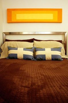 5 Tips For Living in the Big City on a Tight Budget, love those pillows!