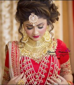 Fulfill a Wedding Tradition with Estate Bridal Jewelry Bridal Hairstyle Indian Wedding, Pakistani Bridal Makeup, Indian Wedding Makeup, Indian Wedding Gowns, Bridal Hair Buns, Unique Wedding Hairstyles, Indian Wedding Fashion, Indian Bridal Hairstyles, Bride Hairstyles