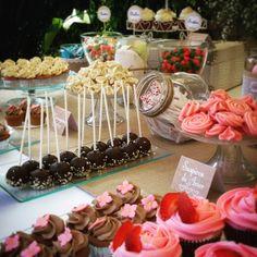 wedding dessert table. Mesa Dulce de Boda #cupcake #desserttable #cakepops