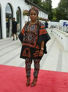 2019 Gorgeous and Stunning Ankara Styles. Ankara is one of the most popular clothing styles in Afric African Fashion Ankara, Latest African Fashion Dresses, African Dresses For Women, African Print Fashion, Africa Fashion, African Attire, African Ankara Styles, African Traditional Dresses, Traditional Outfits