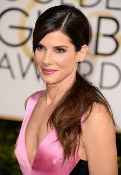 Sandra Bullock Ponytail - Sandra Bullock opted for a simple yet sweet ponytail with side-swept bangs when she attended the Golden Globes.