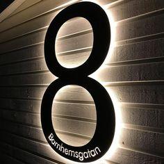 """www.fasaddekor.se på Instagram: """"Superfin kundbild från Carina på vårt husnummer med integrerad LED-belysning. Givetvis tillverkad i vår skånska fabrik för skandinaviska…"""""""