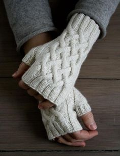 Traveling Cable Hand Warmers | The Purl Bee