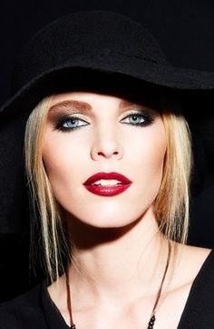 Bold sophisticated makeup for night time. More inspo over at www.breakfastwithaudrey.com.au/beauty/