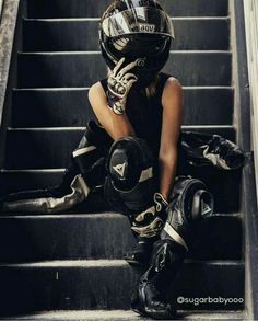 - b i k e s - Motos Biker Couple, Motorcycle Couple, Motorcycle Outfit, Motorcycle Helmets, Women Motorcycle, Lady Biker, Biker Girl, Bmw 2002, Biker Photoshoot