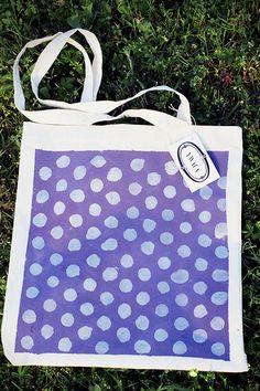 Sac cabas violet à pois argenté par Ywana sur Etsy, €14.50