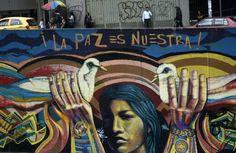 Ananas aux airs de grenade explosive, paysans déplacés par les combats, œillets au canon des fusils... A Bogota, le street art illustre la guerre, mais aussi la paix, négociée depuis trois ans pour mettre fin au plus ancien conflit armé des Amériques.