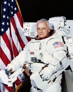 Official portrait of astronaut Bruce McCandless