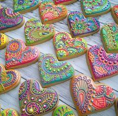 Sokerikeksit pikeeri / Sugar cookies with royal icing Fancy Cookies, Heart Cookies, Valentine Cookies, Iced Cookies, Cute Cookies, Royal Icing Cookies, Cookies Et Biscuits, Cupcake Cookies, Frosted Cookies