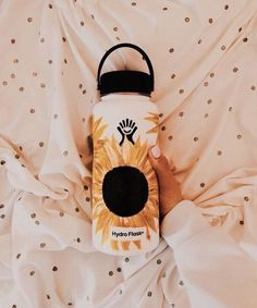 Aesthetic Painting on hydroflask water bottle with acrylic colors. Idea for VSCO sunflowers Water Bottle Art, Cute Water Bottles, Water Bottle Design, Drink Bottles, Beanie Diy, Hydro Painting, Hydro Flask Water Bottle, Make And Sell, How To Make