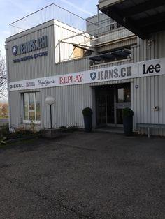 Du siehst jedes Mal beim vorbeifahren dieses JEANS.CH Gebäude? Hier drin ist der grosse Online Shop und unser Denim Store. Wir beraten die Leute mit einem Termin persönlich und kompetent, damit du die perfekte Jeans hast und glücklich nach Hause gehst. Komm vorbei reserviere dir einen Termin http://www.jeans.ch/store-faellanden/ Wir freuen uns auf dich!!