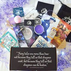 Hopefully this isn't a huge spoiler💜 but this is the emperors and fugitives @fairyloot box 💜 this was my first fairyloot and I'm soooo happy with it💜 best subscription box I have ever gotten☺️💜 WHATCH MY UNBOXING: https://youtu.be/R3Fd8PaL_B8 💜Link in bio to my BookTube channel💜    #books #book #bookworm #booklover #bibliophile #reading #booknerd #instabook #bookaholic #bookstagramfeature #read #igreads #bookish #bookaddict #booklove #instabooks #booknerdigans #bookphotography #love…