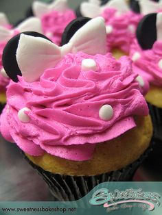 Simple cupcake topping idea for minnie mouse party