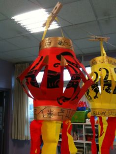 lampions chinois art visuel maternelle Learn Chinese, Chinese New Year, Chinese Paper, Chinese Lanterns, China Art, Kindergarten Art, School Decorations, Ancient China, Chinese Culture