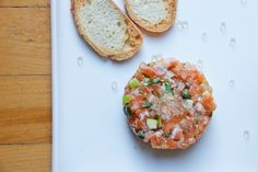 LE meilleur tartare. Baked Potato, Potatoes, Baking, Ethnic Recipes, Food, Salmon Tartare, Seafood, Fish, Greedy People