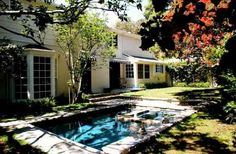 Petit jardin avec piscine