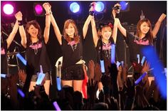 Tanaka Reina's band LoVendoЯ holds their 1st one-man live