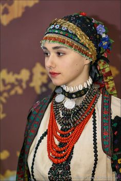 Ukrainian Dress, Costumes Around The World, Russian Fashion, Folk Costume, Hair Ornaments, World Cultures, Headdress, Beautiful People, Fashion Dresses