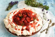 Pavlova, Camembert Cheese, Pie, Ethnic Recipes, Desserts, Food, Strawberries, Torte, Tailgate Desserts
