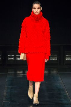Helmut Lang Fall 2014 RTW - Review - Fashion Week - Runway, Fashion Shows and Collections - Vogue#/collection/runway/fall-2014/helmut-lang/7#/collection/runway/fall-2014/helmut-lang/7#/collection/runway/fall-2014/helmut-lang/7