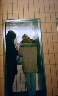 Geneva, 1989: Kurt phones his girlfriend back home in Olympia from the train station after realizing both his wallet and passport have been stolen during the night, adding more stress to the already exhausted Cobain.