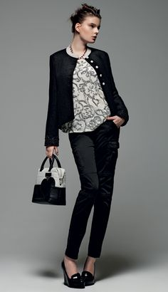 "TWIN-SET Simona Barbieri: ""The Musician"": short jacket with embroidered cuffs, collar and contrasting buttons, trousers cargo model, shirt with sequin-embroidered and leather hand/shoulder bag with heart."