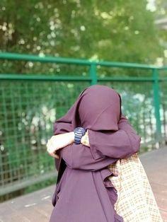 Modest Fashion Hijab, Casual Hijab Outfit, Muslim, Crying Eyes, Hijab Style Tutorial, Backyard Picnic, Islamic Art Pattern, Islamic Girl, Girl Fashion