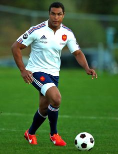Thierry Dusautoir warms up for the All Blacks