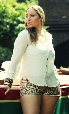 Flawless relaxed plus size outfit.