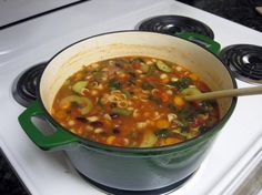 Copycat Olive Garden Minestrone Soup By Todd Wilbur Recipe. Olive Garden Minestrone Soup, Olive Garden Soups, Minestrone Soup Recipes, Slow Cooker Recipes, Cooking Recipes, Vegetarian Recipes, Healthy Recipes, Cheap Recipes, Crock Pot Soup