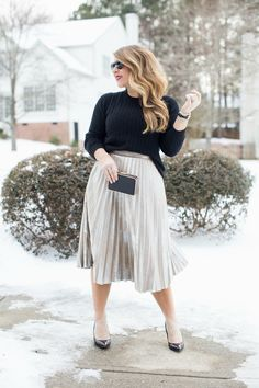 Pleated Metallic Skirt | Wearing Metallics after the holidays | coffeebeansandbobbypins.com | @Amy_cbandbp