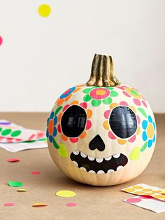 Easy No-Carve Pumpkin Decorating Ideas for Kids - - Put down the carving knife! Get into the spooky Halloween spirit with these no-carve pumpkin decorating ideas, just right for little helping hands. Easy Halloween Crafts, Halloween Pumpkins, Fall Halloween, Halloween 2018, Scary Halloween, Cheap Halloween, Halloween Images, Homemade Halloween, Outdoor Halloween