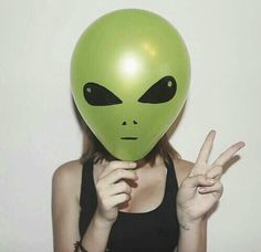 Image via We Heart It #alien #humansarentreal