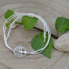 Das Baum des Lebens Armband wird in liebevoller Handarbeit gefertigt und verkörpert das Thema Glück. Bracelets, Jewelry, Handmade Bracelets, Tree Of Life, Silver, Wristlets, Handarbeit, Jewlery, Jewerly