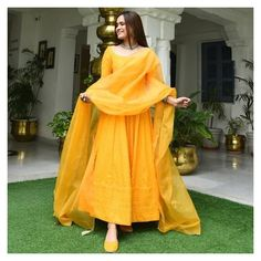 Pakistani Fashion Casual, Pakistani Dresses Casual, Pakistani Dress Design, Indian Fashion, Lehenga Designs, Salwar Designs, Kurti Designs Party Wear, Shadi Dresses, Indian Gowns Dresses