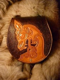 Viking style belt bag, with dragon prow design, http://www.walhalla.com.pl/sklep/product_info.php?cPath=67&products_id=1743&osCsid=6ccd882f8c19