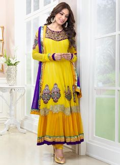 Stylish Bridal Mehndi Dresses 2020 in Pakistan with Yellow colors. latest Mehndi Dresses collection for Pakistani Girls. Wedding suit on Mehndi night. Bridal Mehndi Dresses, Eid Dresses, Special Dresses, Indian Dresses, Girls Fancy Dresses, Anarkali Dress, Long Anarkali, Anarkali Suits, Latest Fashion Dresses