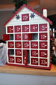 23 Clever DIY Christmas Decoration Ideas By Crafty Panda Christmas Ornaments To Make, Christmas Gift Guide, All Things Christmas, Christmas Holidays, Christmas Crafts, Diy Calender, Diy Natal, Wooden Advent Calendar, Advent Calenders