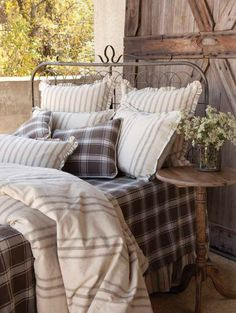 Imagine waking after a great night's sleep in this beautiful, country bed! It's our Park Hill Collection Garden Gate Bed along with all of our cozy bedding. #parkhillcollection #gardengatebed